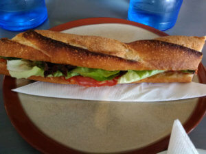 Ossau Iratyのチーズが入ったサンドイッチ